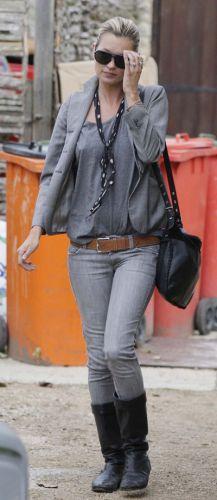 Looks-de-Kate-Moss-slim-gris-et-blazer-gris-en-septembre-2010_portrait_w674.jpg